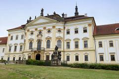 Kloster Hradisch in Olmütz / Olomouc; ehemalige Niederlassung der Benediktiner und später der Prämonstratenser. Die heutigen Bauten wurden 1661–1737 nach Plänen der Architekten Giovanni Pietro Tencalla und Domenico Martinelli im Barockstil errichtet