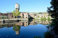 Blick vom Finowkanal auf die historische, denkmalgeschützte Industriearchitektur in Eberswalde.  Ruinen der ehem. Papierfabrik Wolfswinkel. Die Papiermühle würde ursprünglich 1728 errichtet, 1760 niedergebrannt - 1765 wieder aufgebaut; 1834 bekam die