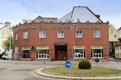 Eckgebäude - expressionistische Architektur - Schriftzug / Fassadenbeschriftung: Ausstellungsraum Städtisches Gaswerk Altenburg, Thür.; jetzt Nutzung als Gaststätte.