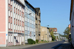 Wohnblocks mit unterschiedlicher Fassadengestaltung in der Bergerstraße von Eberswalde.