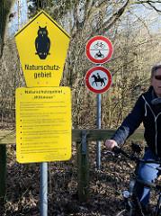 Schilder Naturschutzgebiet Wittmoor in Hamburg Duvenstedt.
