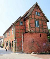 Historisches Fachwerkgebäude an der Armensünderstraße / Schnoienstraße in Güstrow - arme Sünder Turm, ehemaliges Haus des Scharfrichters.