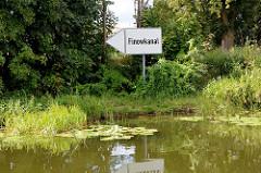 Hinweisschild / Richtungsanzeiger auf den Finowkanal an der Oder-Havel-Wasserstraße.