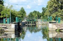 Die Lieper Schleuse liegt bei km 88,91 des Finowkanals und eine eine Länge von 43 m sowie einen Hub von 2,40 m.