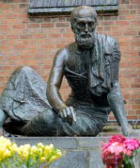 Bronzeskulptur Archimedes in Güstrow - Bildhauer Gerhard Thieme 1977 / 78.