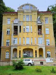 Mehrstöckiges Jugendstilgebäude in  Marienbad / Mariánské Lázně;  wohl ehemaliges Hotel, erbaut 1911 - jetzt Nutzung als Wohnraum..