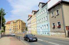 Wohnhäuser - Wohnblocks, teilweise renoviert in der Zwickauer Straße von Altenburg.