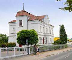 Denkmalgeschütztes Wohngebäude /  Verwaltungsgebäude bei der Viehhalle in der Speicherstraße von Güstrow.