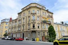 Renovierungsbedürftiges Eckgebäude in  Marienbad / Mariánské Lázně; ehemaliges Hotel Riviera, jetzt Nutzung als Wohnraum.