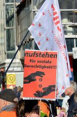 Demonstration der Sammlungsbewegung Aufstehen - Aktion Bunte Westen am 16.02.19 in Hamburg; Motto: Wir sind viele. Wir sind vielfältig. Wir haben die Schnauze voll.