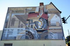 Hausfassade eines Wohngebäudes mit Fassadenbild Metallwerks / Fabrikarbeiter in Eberswalde.