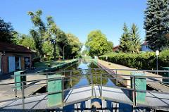 Auf Kilometer 71,0 des Finowkanals liegt die Schleuse Heegermühle, sie hat eine Länge von 41 m und einen Hub von 2,6 m.