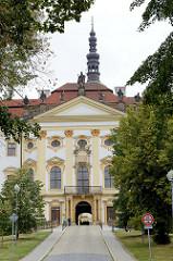 Kloster Hradisch in Olmütz / Olomouc; ehemalige Niederlassung der Benediktiner und später der Prämonstratenser. Die heutigen Bauten wurden 1661–1737 nach Plänen der Architekten Giovanni Pietro Tencalla und Domenico Martinelli im Barockstil errichtet.