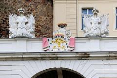 Triumphtor mit Wappen, Eingang zum Schloss Altenburg.