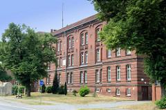 Ehemalige Kasernengebäude an der Neukugler Straße in Güstrow, die unter Denkmalschutz stehenden Kasernen wurden ab 1890 errichtet.