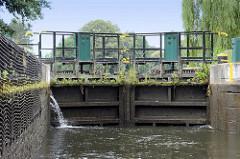 Stemmtor / Schleusentor der Schleuse Leesenbrück am Finowkanal - die Schleusenkammer hat eine Länge von 41 m und einen Hub von 2,50 m.