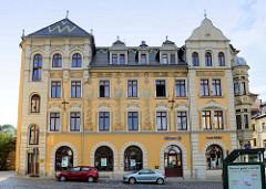 Bemalte Hausfassade eines Gründerzeitgebäudes  am Teichplan in Altenburg; erbaut 1893 - Architekt Max Goldmann.