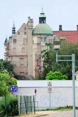 Rückansicht vom Schloss Güstrow - das Güstrower Schloss ist eines der bedeutendsten  Renaissancebauwerke Norddeutschlands und ist weitgehend im Originalzustand erhalten. Der  Nordflügel des Schlosses wurde 1591 nach Entwürfen des Architekten Philipp
