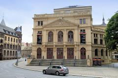 Gebäude des Landestheaters Altenburg am Theaterplatz - errichtet 1871 im Baustil des Historismus, Architekten:  Enger,   Brückwald,   Feller,  Wagenbreth