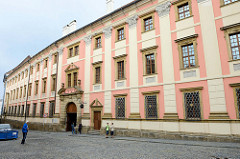 Historische Architektur in der Stadt Olmütz / Olomouc - ehemaliges Jesuitenkonvikt jetzt Nutzung durch die Universität.