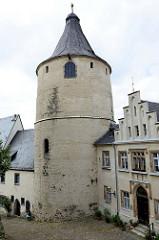 Bergfried / Flasche im romanischen Baustil - Wehrturm im Schlossbereich von Altenburg - das Gebäude wurde auch als Wohnturm, Verlies, Kornspeicher oder zur Lagerung von Waffen genutzt.