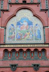 Fassadenmosaik / Portalseite der neugotischen  Brüderkirche in Altenburg; geweiht 1905 - Architekt Jürgen Kröger.