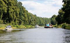 Schiffsverkehr auf dem r Havel-Oder-Wasserstraße bei Oranienburg / Sachsenhausen.