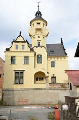 Villa Hülsemann in der Johannisstrße von Altenburg - ursprünglich 1720 errichet - 1858 vom Kaufmann Hülsemann erworben, 1907 Umbau - Baustil Historismus mit Aussichtsturm und Barockgiebeln.