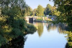 Blick über den Finowkanal zur Einfahrt der Schleuse Heegermühle.