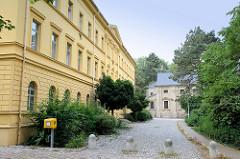 Denkmalgeschütztes Gebäude vom ehem. Neuen Hospital am Hospitalplatz von Altenburg.