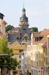 Blick zum Dach und Turm vom Altenburger Rathaus. Der jetzige Sitz der Stadtverwaltung ist eines der bedeutendsten Renaissance-Rathäuser Deutschlands.
