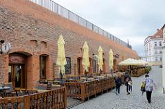 Ehemalige Verteidigungsanlage / Kasematten in  Olomouc / Ölmütz, jetzt Nutzung durch Restaurant und Cafés.