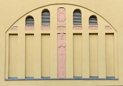 Jugendstilfassade der Music Hall / Veranstaltungshalle im Johannisgraben von Altenburg.