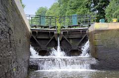 Schleuse Grafenbrück am Finowkanal - die Schleusenkammer hat eine Länge von 41 m und einen Hub von 3,60 m.