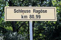 Hinweisschild Schleuse Ragöse km 80,99 am Finowkanal - die Schleusenkammer hat eine Länge von 41 m und einen Hub von 2,30m.