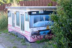 Verteilerkasten einer Energiestation mit Illusionmalerei / Fassadenbild  eines Triebwagens in Eberswalde.