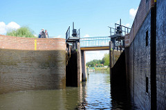 Die Schleusenkammer der Stadtschleuse Eberswalde / Finowkanal hat eine Länge von 41m und einen Hub von 3,50m.