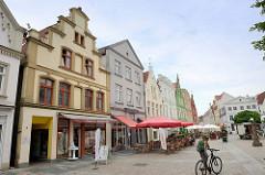 Wohn- und Geschäftshäuser am Markt in Güstrow.