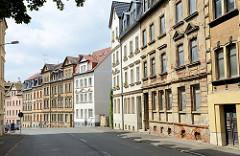 Mehrstöckige Wohnhäuser / Etagenhäuser - teilweise renovierungsbedürftig  - in der Käthe Kollwitz Straße von Altenburg.