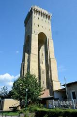 Historischer, denkmalgeschützter expressionistischer Wasserturm der Messingwerke in Finow / Eberswalde. Der Turm wurde 1918 errichtet, Architekt Paul Mebes; er hat eine Höhe von 44m und versorgte das Messingwerk mit  Trink- und Betriebswasser.