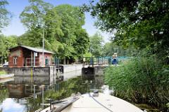 Blick zur Schleuse Ruhlsdorf am Finowkanal - die Schleusenkammer hat eine Länge von 41 m und einen Hub von 1,70m