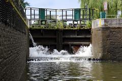 Schleuse Leesenbrück am Finowkanal - die Schleusenkammer hat eine Länge von 41 m und einen Hub von 2,50 m.
