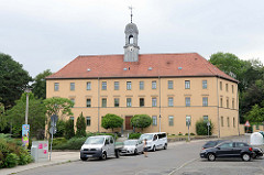Ehemaliges Hospital Zum Heiligen Geist am Hospitalplatz von Altenburg - errichtet 1864; jetzt Nutzung als   Alten- und Pflegeheim.