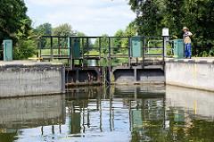 Schleuse Ruhlsdorf am Finowkanal - die Schleusenkammer hat eine Länge von 41 m und einen Hub von 1,70m.