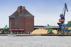 Stadtspeicher am Harniskai im Flensburger Hafen; errichtet 1923 - Architekten Paul Ziegler + Theodor Rieve. Das Speichergebäude / Getreidespeicher steht als Industriedenkmal unter Denkmalschutz.