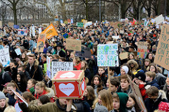 Fridays for Future - Demo in Hamburg - 01.03.2019. Demonstrationszug auf der Lombardsbrücke - DemonstrantInnen tragen Demoschilder ihren Forderungen / Slogans: # weLoveGreta - Fuck the system, Save the planet.