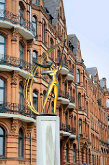 Skulptur Windsbraut an der Schiffbrückenstraße in Flensburg - Bildhauer / Künstler Hermann Menzel.