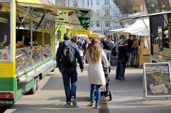 Wochenmarkt / Biomarkt auf dem Marie-Jonas-Platz in Hamburg Eppendorf.