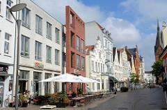Geschäftshäuser in der Fussgängerzone der Großen Straße in Flensburg.