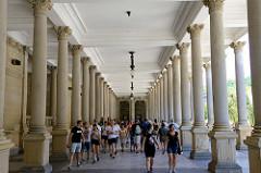 Säulengang der Mühlbrunnkolonnade im Kurort Karlsbad - errichtet 1881, Architekt Josef Zitek.